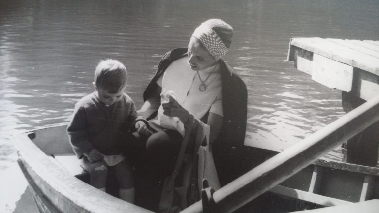 mum&daughter in a boat